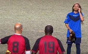 Erkek Kılığına Giren Kadın Futbolcu Erkeklerle Maç Yaptı, Kimse Anlamadı