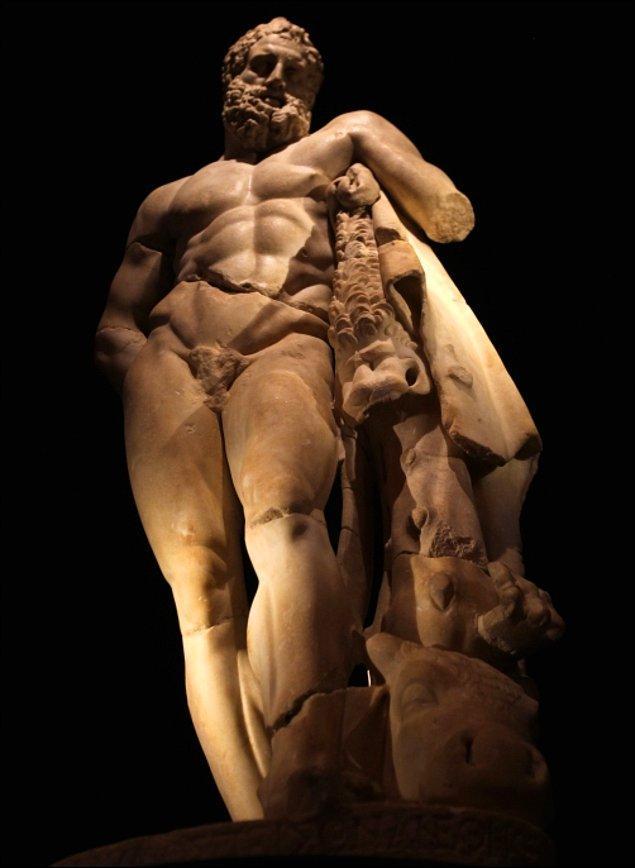 Biraz içinizi karartmış olabilirim ve haklısınız, ben de farklı değilim. Ancak güzel şeyler de olmuyor değil, bakın bu beyefendi Herakles...
