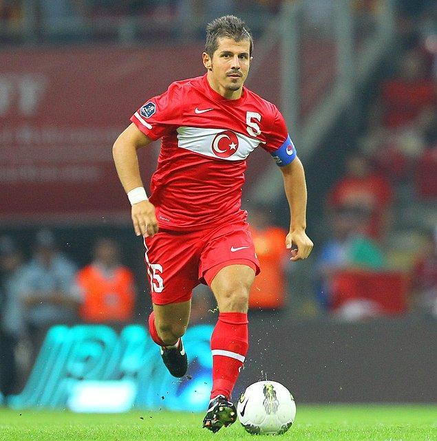 Emre Belözoğlu, A Milli Futbol Takımı'nda 100 ve üzerinde maçta forma giyen isimler arasına da adını yazdırdı.