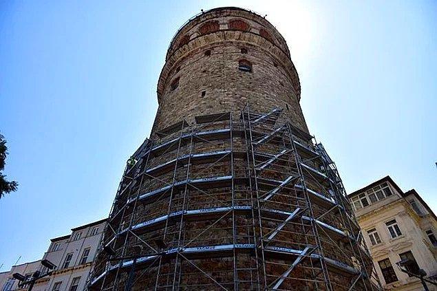 Kulenin altında bulunan duvarların delindiği ortaya çıkınca İstanbul halkı gözlerini restorasyon çalışmalarına dikti haliyle.