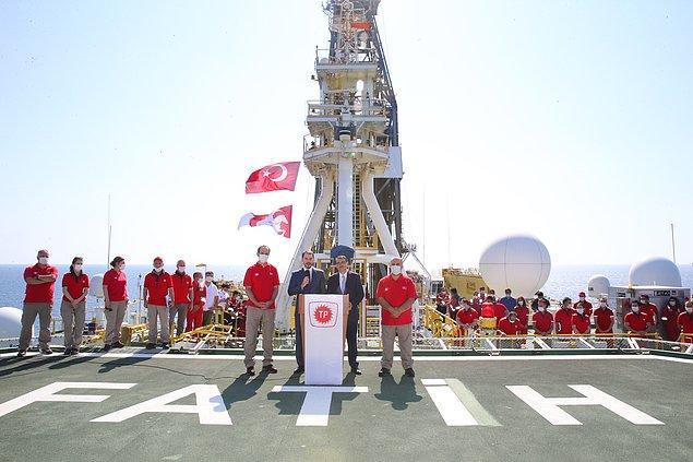 """""""Ne doğu ne batı, yeni eksen Türkiye"""""""
