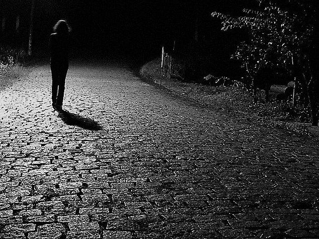 """48. """"Kafa dağıtmak için gece yarısı yalnız yapılan yürüyüşler, hiç yapmadım max sitede dönmek o da makul saatler içinde"""""""