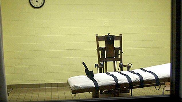 Ölümcül iğne, ilk olarak ABD'de uygulanmaya başlanan ve daha sonra Çin, Tayland, Guatemala, Tayvan, Maldivler, Nijerya ve Vietnam'da yasal olarak kullanılan bir idam yöntemidir.