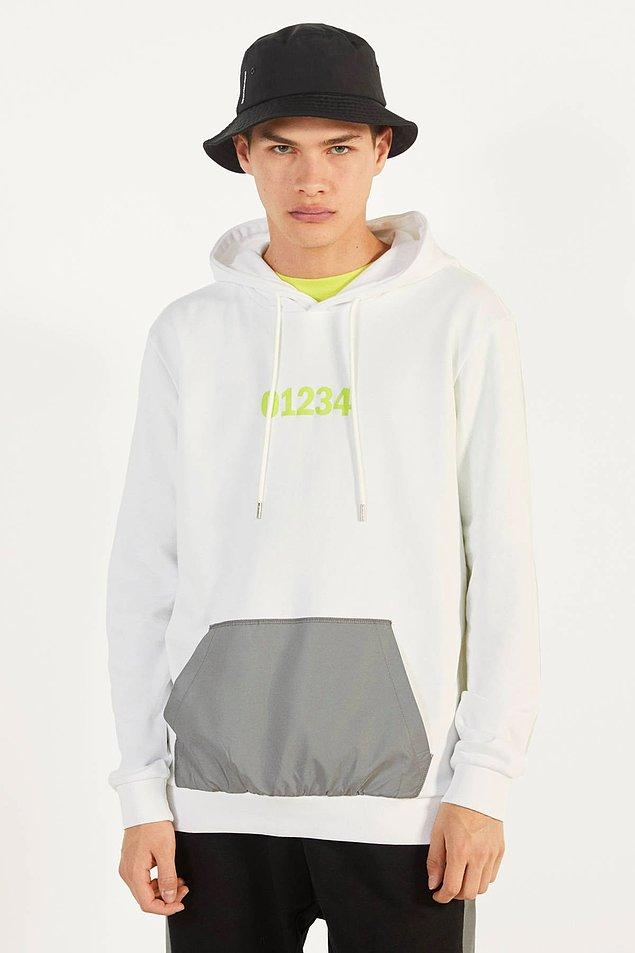 11. Bershka'nın cep detaylı beyaz sweatshirt'ü de sade ama çok hoş...