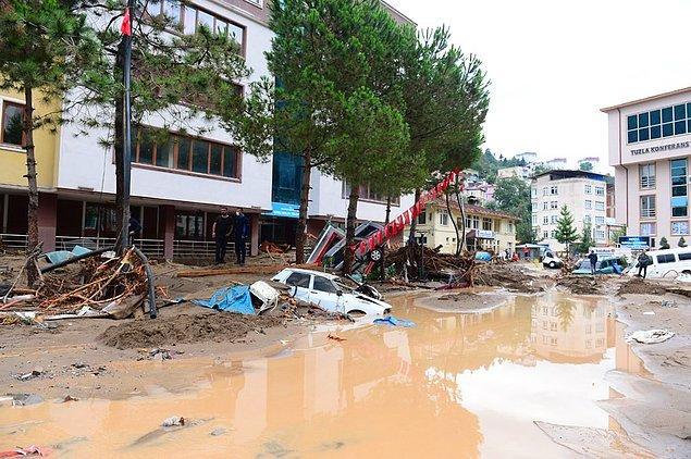 Dereli, Doğankent ve Yağlıdere ilçeleri başta olmak üzere birçok bölge selden etkilendi.