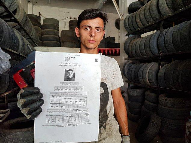 Babasıyla birlikte Tire Sanayi Sitesi'nde lastik tamircisi olarak çalışan Ayhan, durumun düzeltilmesini bekliyor.