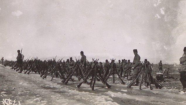 """""""Ordular, ilk hedefiniz Akdeniz'dir, ileri!"""""""