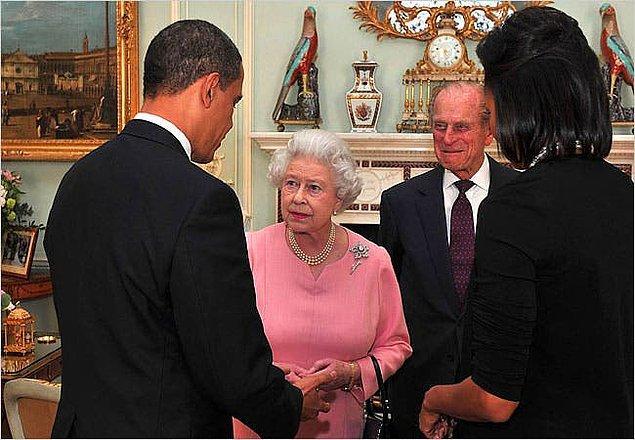 7. Barack Obama , 2009'daki İngiltere ziyareti sırasında başbakan ve Kraliçe'ye bazı ilginç hediyeler verdi.