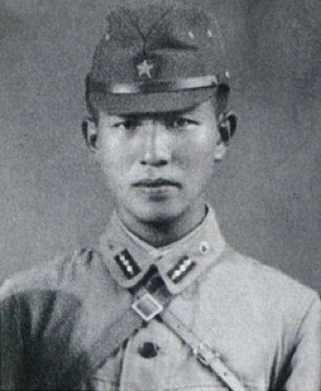 19 Mart 1922'de doğan Japon Hiroo Onoda, İkinci Dünya Savaşı'nda Japon İmparatorluğu'nun teslim olduğuna bir türlü inanmayarak hayatının 29 yılını geçirdi.