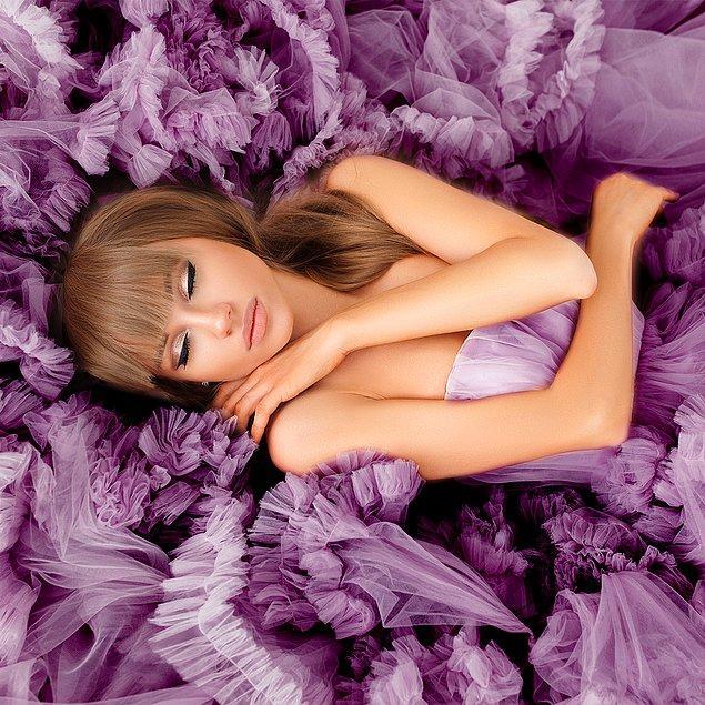 9. Zarif elbiselere eklenen tüllerle ortaya çıkan sofistike tarzlar