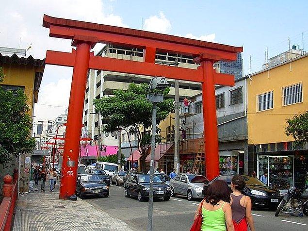14. São Paulo'nun içinde küçük bir Tokyo vardır.