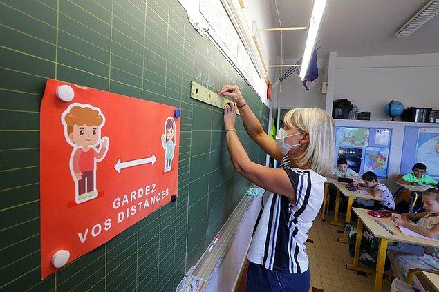 İspanya'da ilk ve orta dereceli okulların, eylül ayının ilk üç haftasında kademli olarak açılacak.