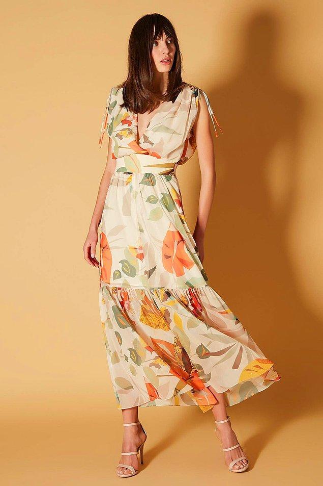 4. Çiçek desemli şifon elbise tiril tiril çok güzel. Fiyatı ise 759 TL'den 227 TL'ye inmiş durumda...