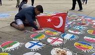 Geçimini Ülke Bayraklarını Yere Çizerek Kazanan Adam, Türk Bayrağını Yere Çizmek Yerine Asıyor