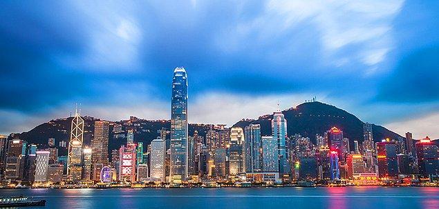 1. Hong Kong Özerk Bölgesi (Çin) - Kadınlar: 87.5 yıl / Erkekler: 81.7 yıl