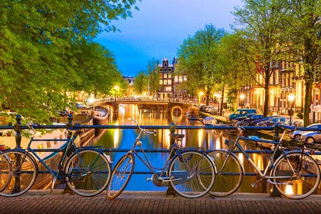 10. Hollanda - Kadınlar: 83.7 yıl / Erkekler: 80.3 yıl