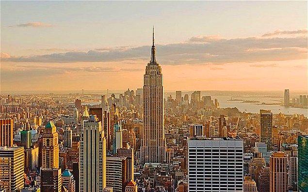 """7. Empire State Binası 1931 yılında açıldığında çoğu ofis kiralanmadığı için insanlar ismiyle """"Empty (Boş) State Binası"""" diyerek dalga geçiyorlardı. Bu bina 1950'lere kadar karlı hale gelmedi."""