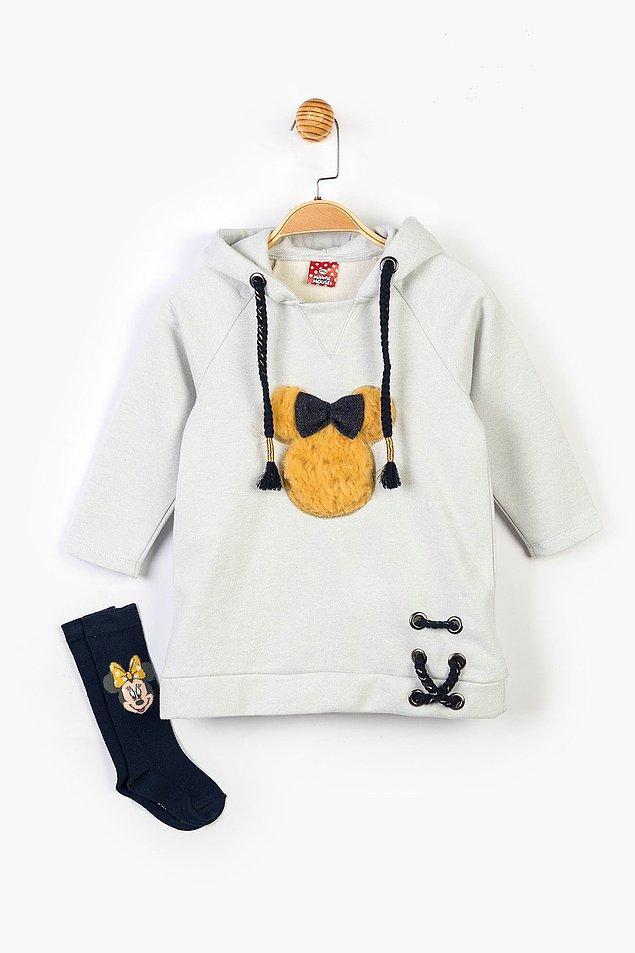 7. Mickey'li sweat elbise ve çorap setinin fiyatı 189 TL'den 75 TL'ye düşmüş. 2-5 yaş arası bedenleri mevcut.