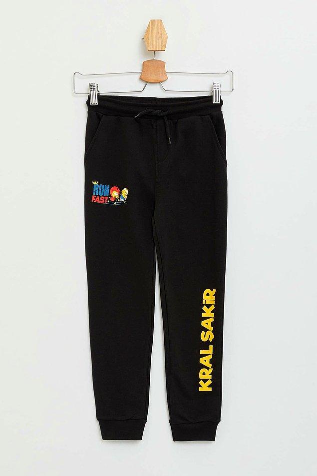13. Kral Şakir sevenler burada mı? Bu slim fit jogger pantolonun 3 yaştan 13 yaşa kadar bedeni mevcut.