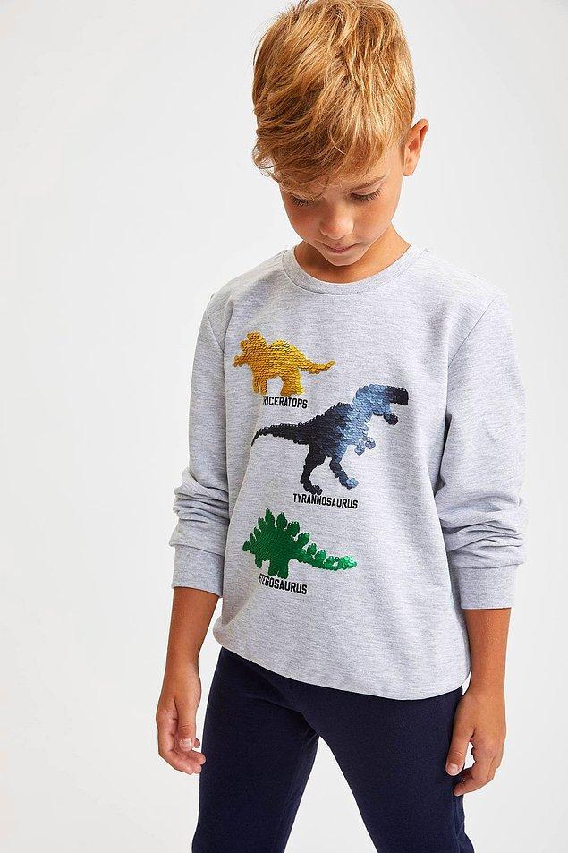 14. Hem dinozor desenli hem de pullu...