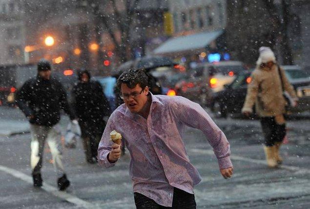 10. Kışın da dondurma yenirmiş meğer...