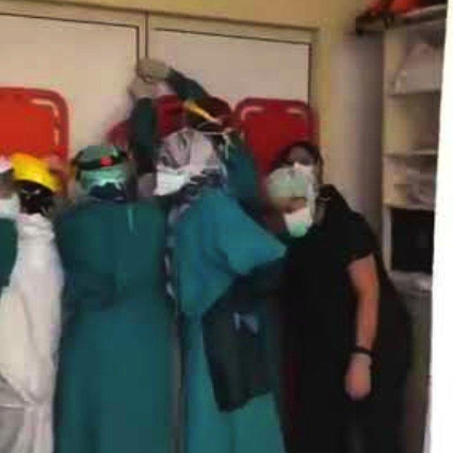 Bunun üzerine hasta yakınları hastane acilindeki sağlık personeline saldırdı.