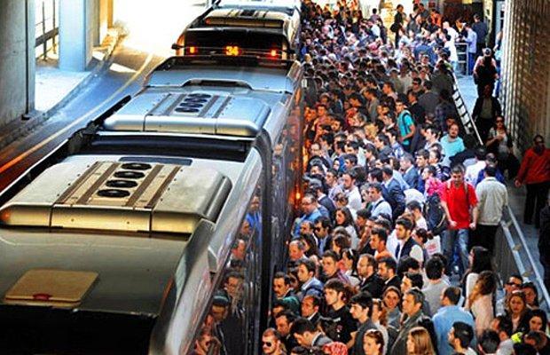 Metrobüsün ciğerini biliyoruz, toplu taşıma!