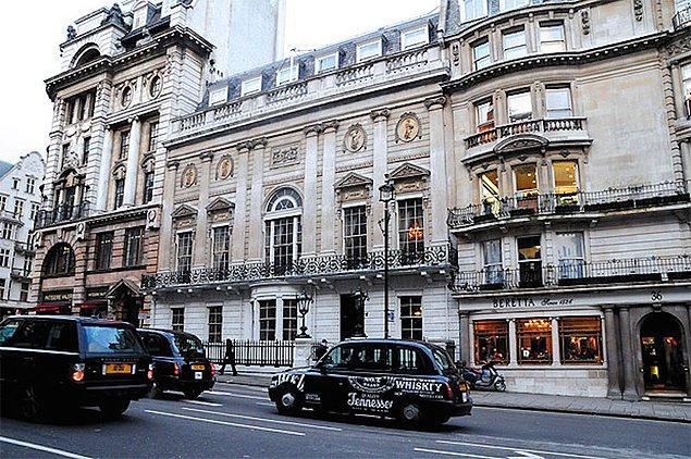 15. White's Gentlemen's Club - Londra, İngiltere