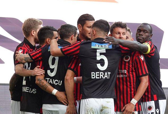 İlk yarının kalan dakikalarında başka gol olmayınca ilk yarı 1-0 Gençlerbirliği üstünlüğüyle tamamlandı.