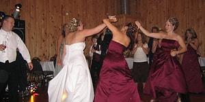 Kanımız Dondu! Dünyanın Farklı Ülkelerinde Yeni Evlenen Her Çiftin Uyması Gereken Bi' Garip Düğün Gelenekleri