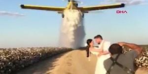 Üzerlerine Su Boşaltıldı: Düğün Fotoğrafı için Yangın Söndürme Uçağı Kullanan Çift
