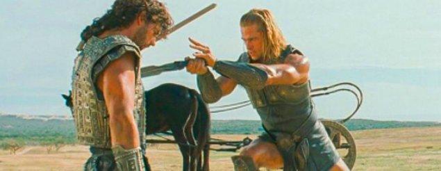 11. 'Truva' filminde Hector ve Achilles karakterleri gerçek bir kavga etseydi, Brad Pitt'in karakteri kaybedecekti.