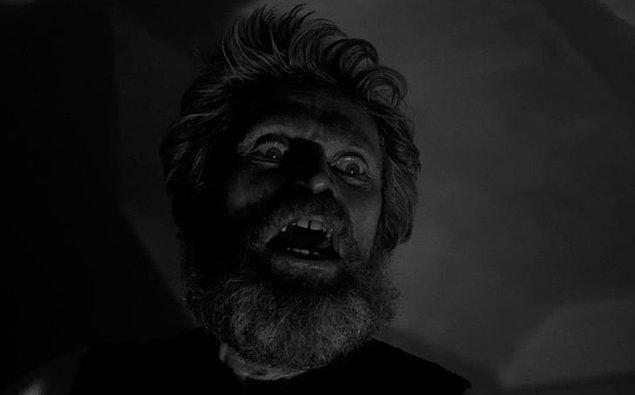 14. 'Deniz Feneri' filminde Willem Dafoe gözünü neredeyse 2 dakika boyunca kırpmamıştır ve bu sahne tek çekimde tamamlanmıştır.