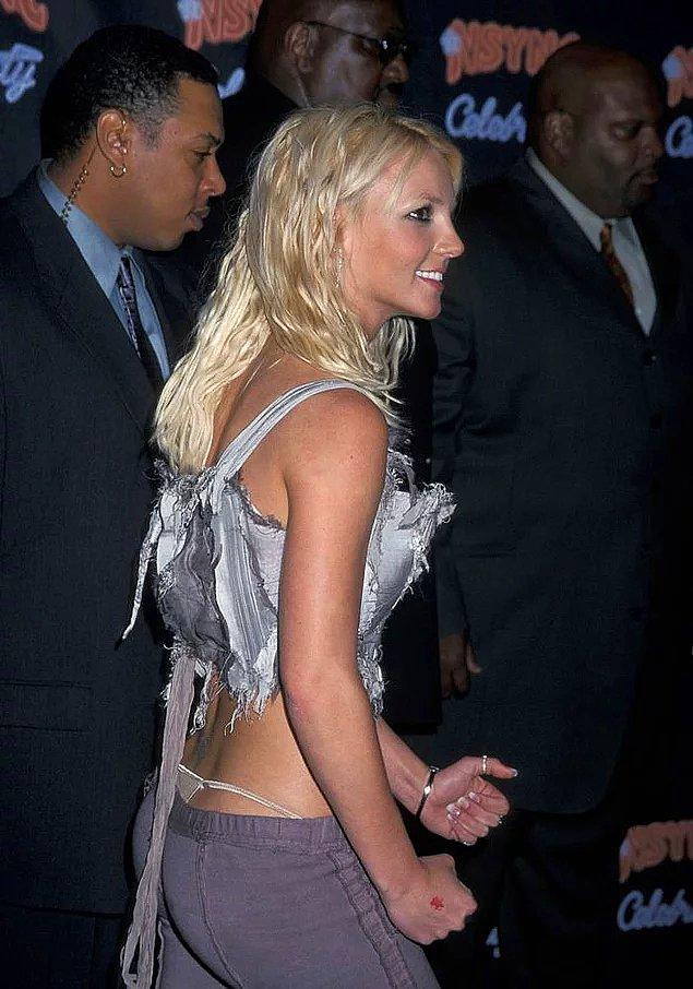 2000'li yılların modasının geri dönmesiyle düşük bel pantolonlar da yeniden hayatımıza girdi.