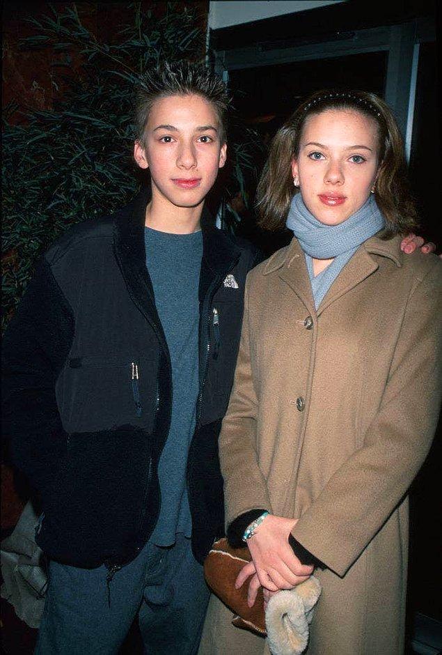 34. Scarlett Johansson'ın Hunter isimli ikiz erkek kardeşi vardır.