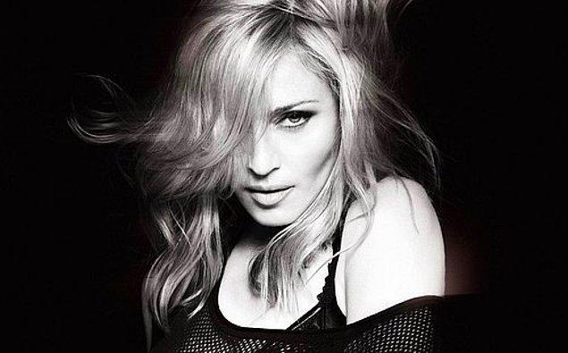 12. New York'a taşındıktan kısa bir süre sonra Dunkin' Donuts'ta çalışan Madonna jöle makinesini bozduğu için 1 hafta sonra işten çıkarılmıştır.