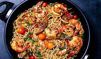 Karidesli Noodle Tarifi: Bir Yiyenin Bir Daha Yemek İstediği Karidesli Noodle Nasıl Yapılır?