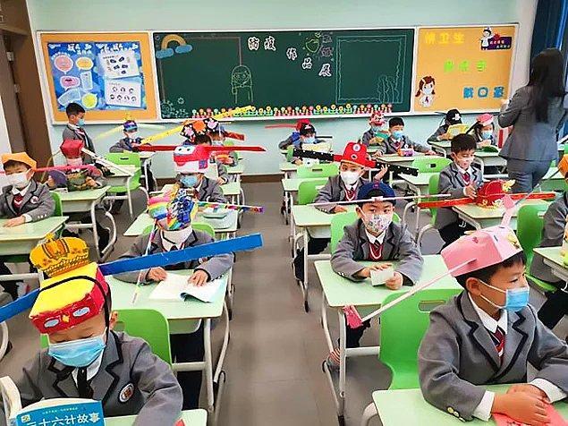 8. Kış tatilinden sonra açılması beklenen okulların açılış tarihleri ertelendi ve nüfus hareketleri ciddi şekilde daraltıldı.