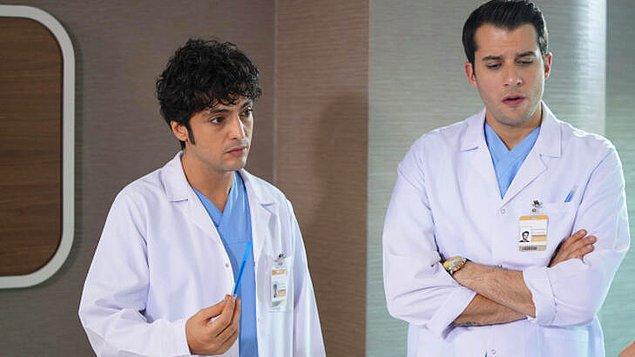 """Doktora """"Artistlik yapma, hastaya bak bu senin görevin."""" demek."""