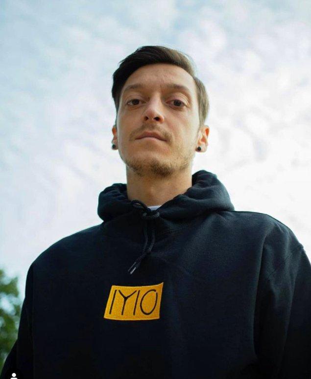 Haftalık 350.000 sterlinlik maaşından salgın kesintisi yapmayı reddeden Mesut Özil, Londra'da 10 milyon sterlinlik çarpıcı bir evde yaşıyor.