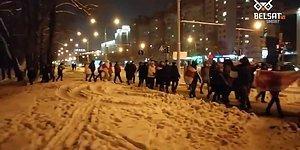 Belarus'ta Lukaşenko Karşıtları -20 Derece Soğuğa Rağmen Sokaklarda