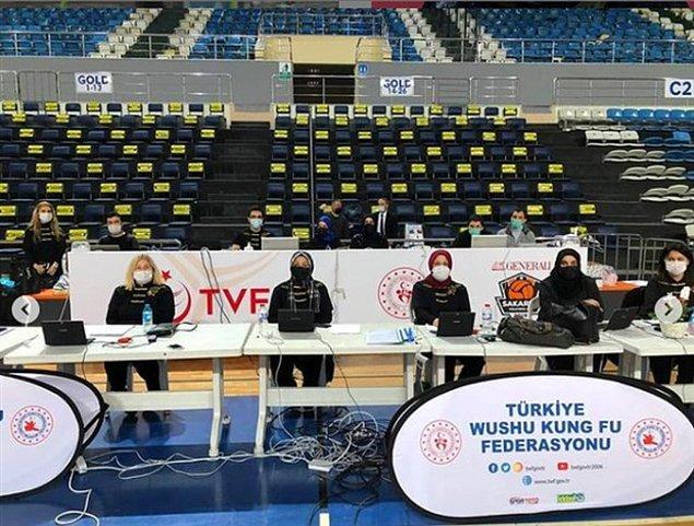 Turnuvada daha önce skandallarıyla gündeme gelen Fatma Akyüz ve Elif Akyüz de hakemlik yaptı.
