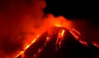 Sicilya Adasında Bulunan Etna Yanardağı Patladı