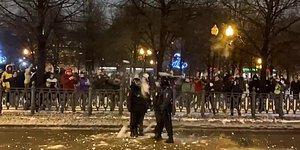 Muhalif Aleksey Navalnıy'ın Serbest Bırakılması İçin Düzenlenen Gösterilerde Göstericiler Polise Kar Topu Attı
