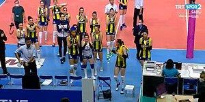 Fenerbahçe ve Galatasaray Arasında Oynanan Kadınlar Voleybol Maçı Sonrası Rakipler Birbirini Alkışladı