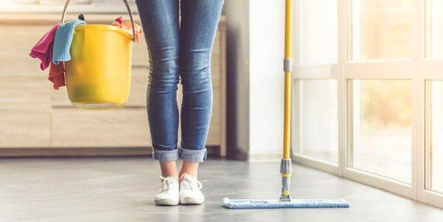 10. Öyle sadece parfümle olmaz. Tüm ev baştan aşağı mis gibi koksun isteyenlere: Yüzey temizleyici.