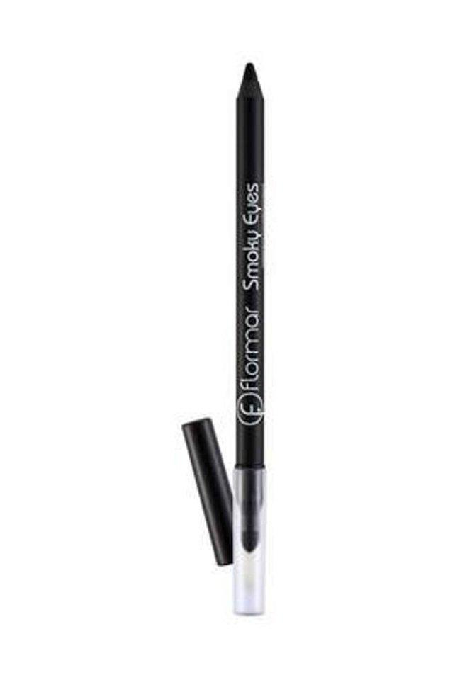 6. Yoğun pigmentli bir göz kalemini kirpik diplerinize uygulayarak, gözlerinizi belirginleştirebilirsiniz.