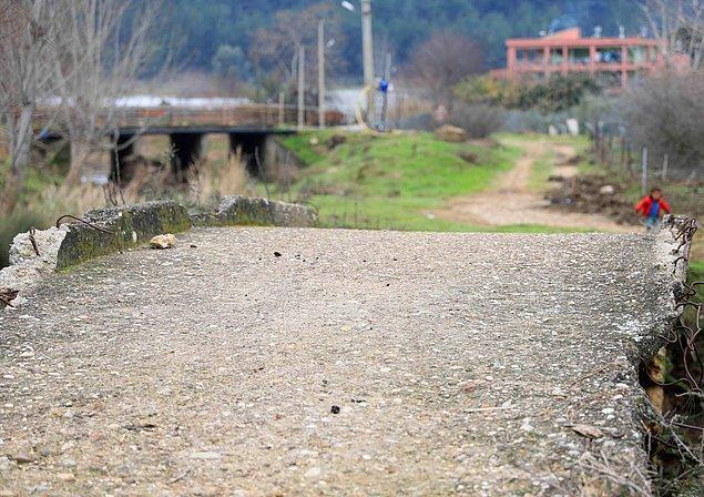 Akdeniz Üniversitesi Arkeoloji Bölümü'nden Prof. Dr. Gül Işın, tarihi bir köprünün üzerine beton dökme fikrinin yanlış olduğunu, orijinaline uygun restore edilip köprünün tarihi eser olarak geri kazanılmasının daha doğru olacağını söyledi.