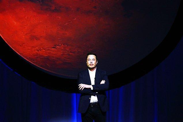 """Musk, """"Bu şehri muhtemel bir 3. Dünya Savaşı'ndan önce kendi kendine yetecek şekilde ayakta tutmaya çalışmalıyız"""" diye ekledi."""
