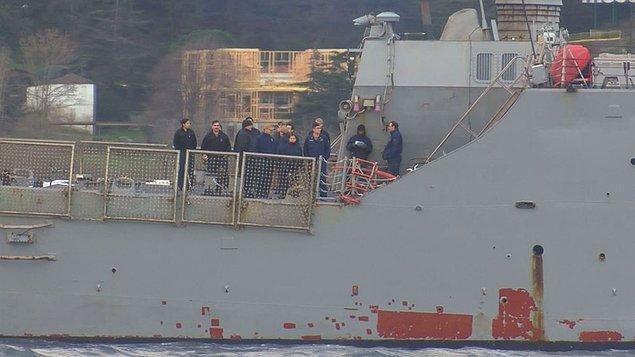 Yaklaşık 1 saatte 15 Temmuz Şehitler Köprüsü altına ulaşan geminin güvertesinde çok sayıda askerin olduğu görüldü.